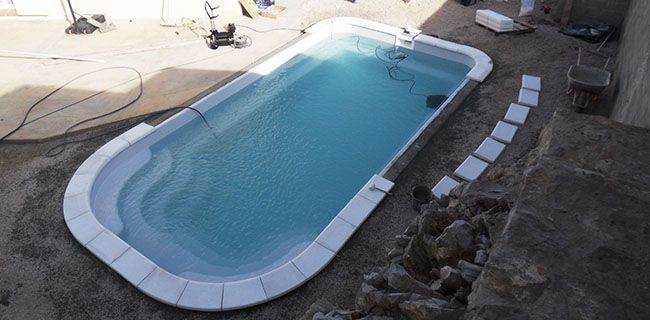 Installation d 39 une piscine coque en 10 tapes avec neptune for Pose piscine coque