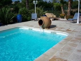 Fontaine pour grande piscine en coque - Photo piscine à coque