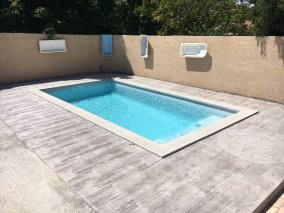 Photo piscine coque rectangle avec marches droites - Photo piscine en polyester