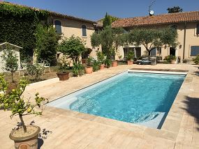 Photo Piscine polyester avec angles droits - Photo piscine en polyester