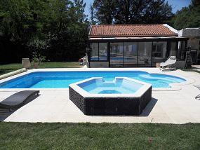 Spa d bordement piscine jacuzzi pour piscine neptune piscines for Piscine coque a debordement