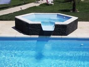 Photo piscine coque du mod le spa debordement photos piscines coque for Prix piscine coque a debordement
