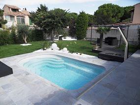 Petite piscine avec esprit zen am nagement de piscine for Petite coque de piscine