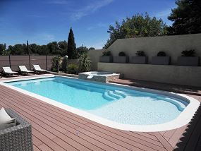 Photo Grande piscine coque avec plage - Photo piscine en polyester