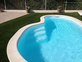 Piscine coque haricot petite piscine haricot neptune for Prix piscine haricot