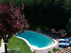 Photo Piscine polyester avec dallage en tech - Photo piscine en polyester