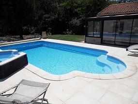 Piscine et spa d bordement piscine coque avec spa neptune piscines for Prix piscine coque a debordement