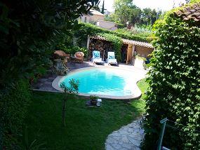 Piscine en haricot piscine forme originale neptune for Prix piscine haricot