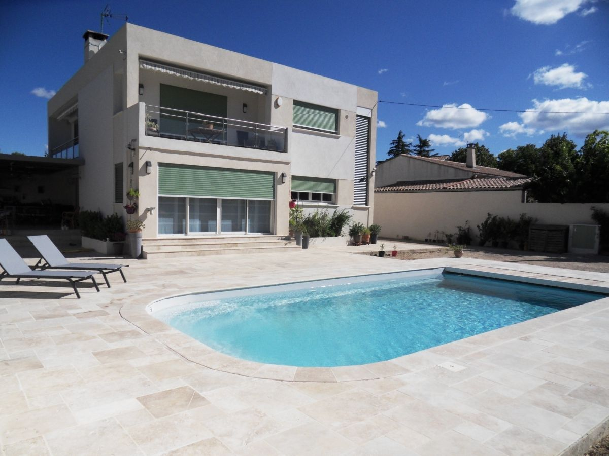 Piscine polyester grise l 39 am nagement piscine moderne - Piscine moderne ...
