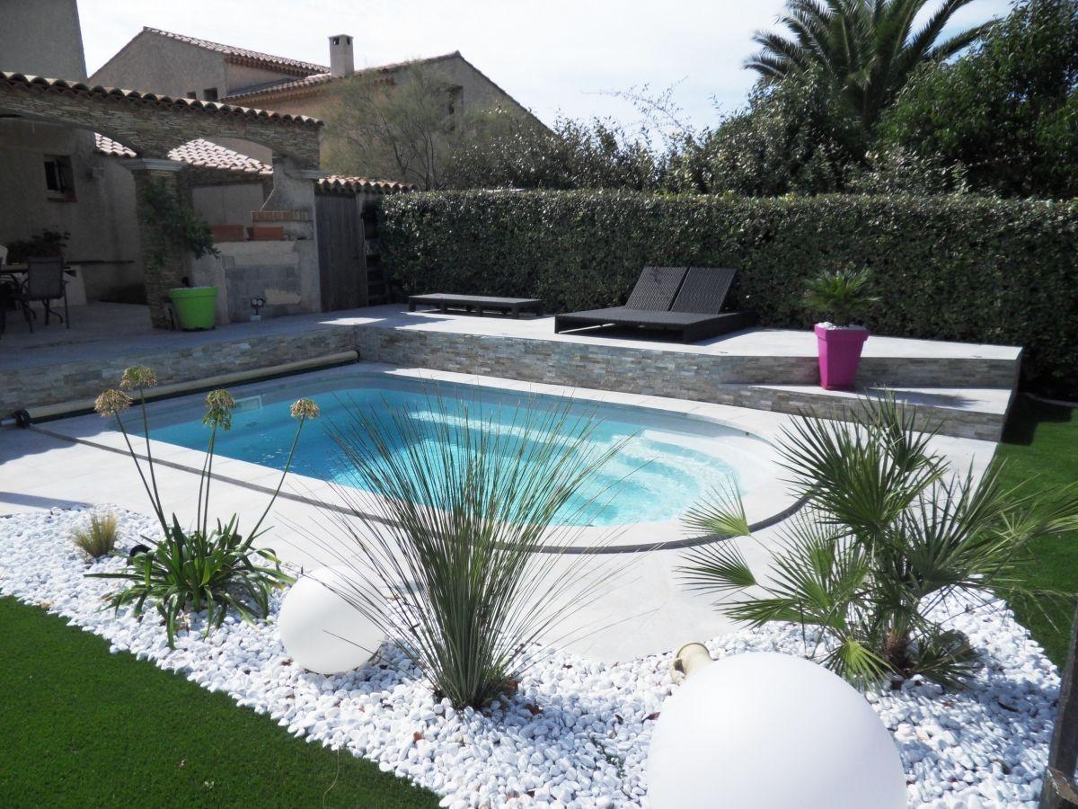 Petite piscine avec esprit zen am nagement de piscine coque - Amenagement bord de piscine ...