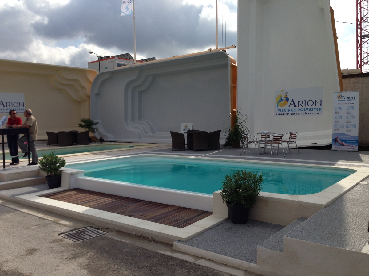Piscine coque d bordement piscine d bordement lat ral for Tarif piscine coque